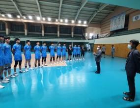 강원도체육회장님꼐서 제102회 전국체육대회에 출전하는 선수들을 격려해주셨습니다.