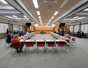 2021. 3. 15(월) 14:00 속초시청 5층 대회의실에서 속초시체육회 2021년 정기 대의원총회가 개최되었습니다.  회의 시작에 앞서 회원종목단체 유공자들에 대한 공로패 전달식이 진행되었습니다.